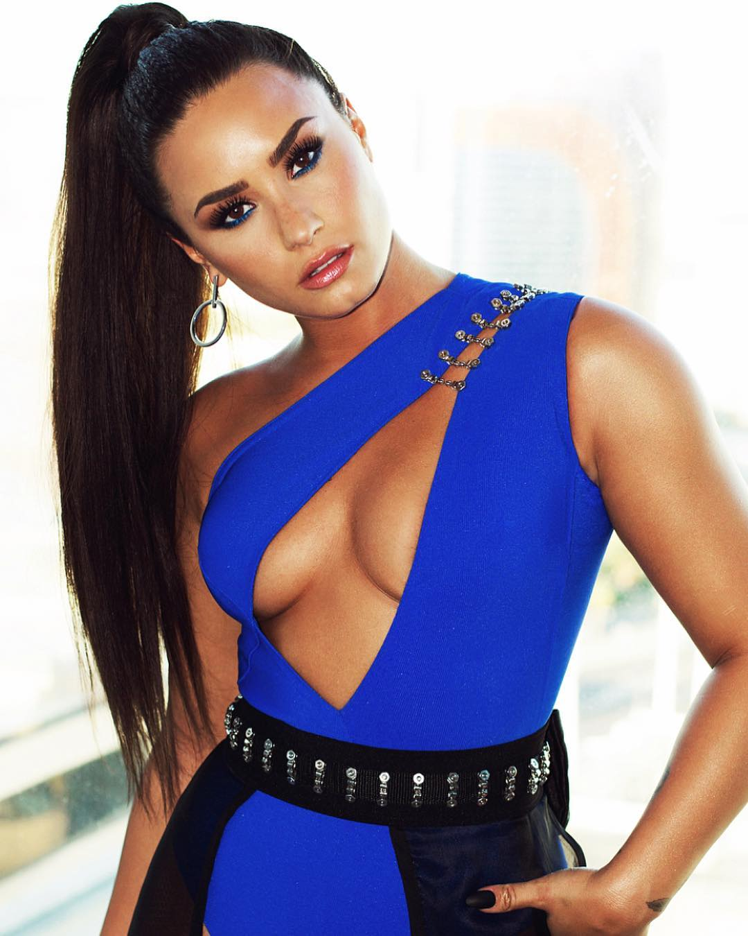 Demi Lovato Wearing A Sexy Cut Blue-Black Ensemble 2020