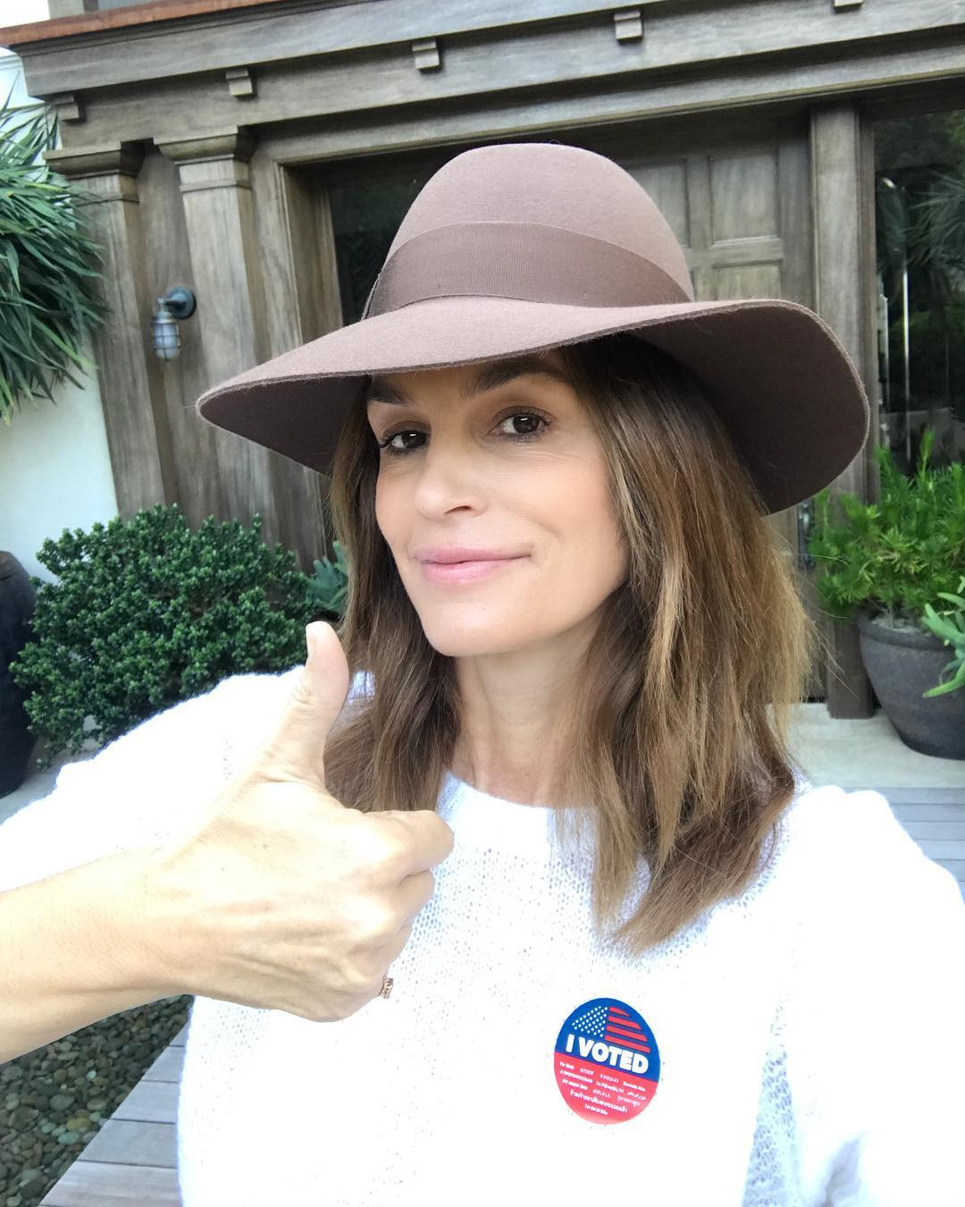 Cindy Crawford With Natural Makeup And Wide-Brim Hat 2019