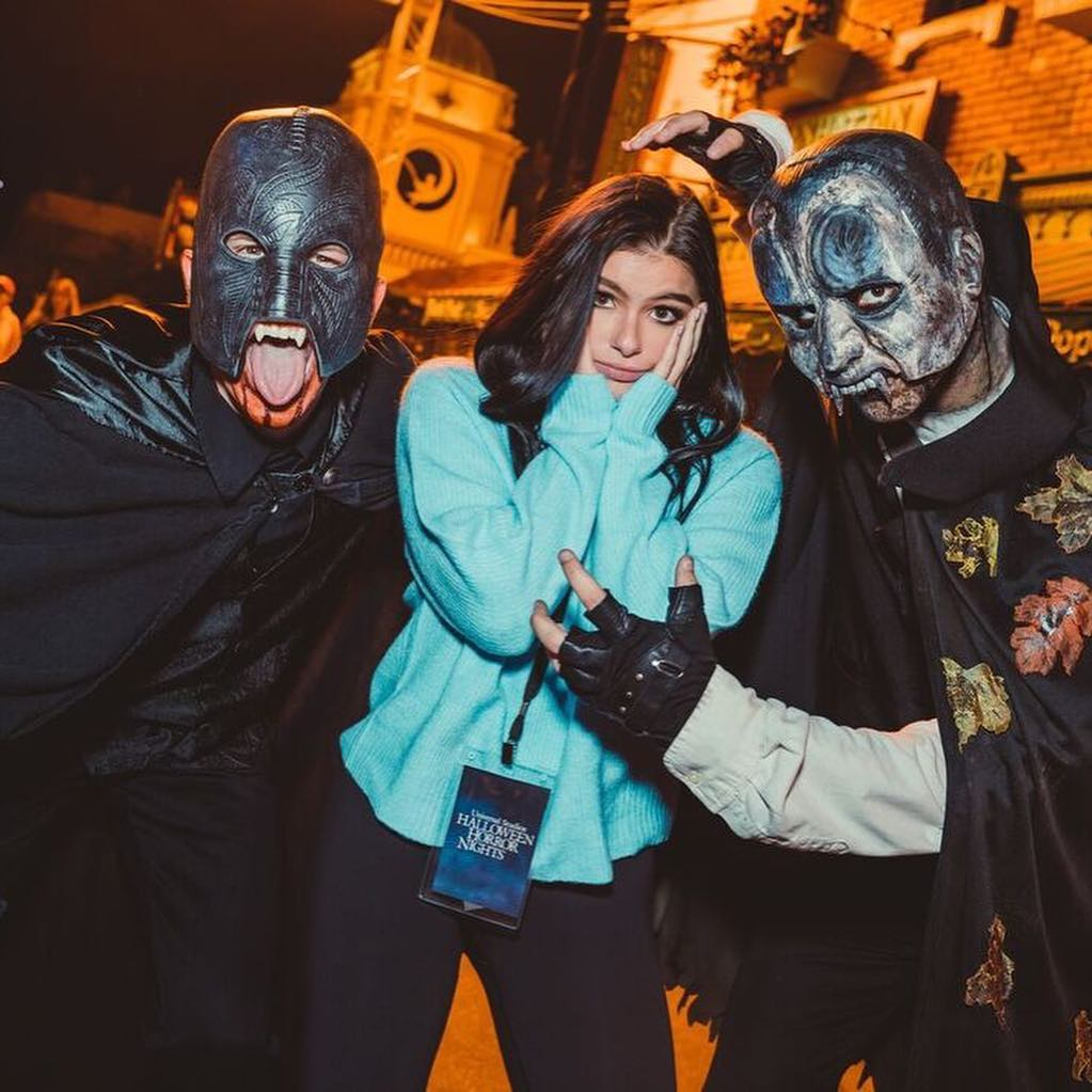 Ariel Winter With Wavy Hairstyle At Halloween Horror Nights 2021