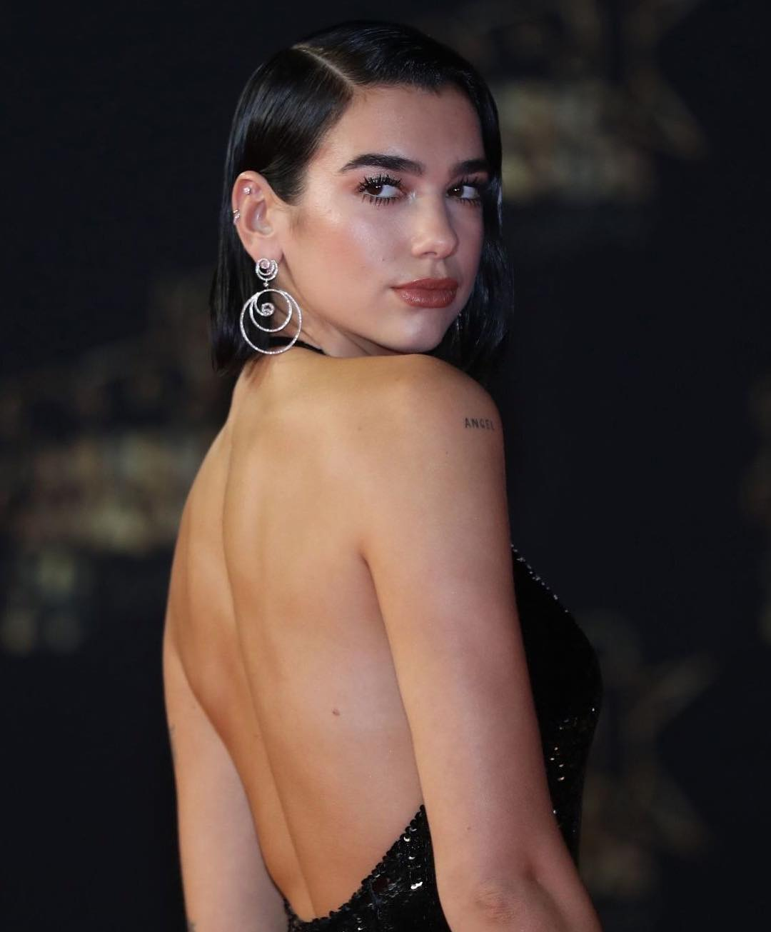 Wet Look Side Part Bob Hairstyle On Dua Lipa During NRJ Hit Music Only Awards 2019