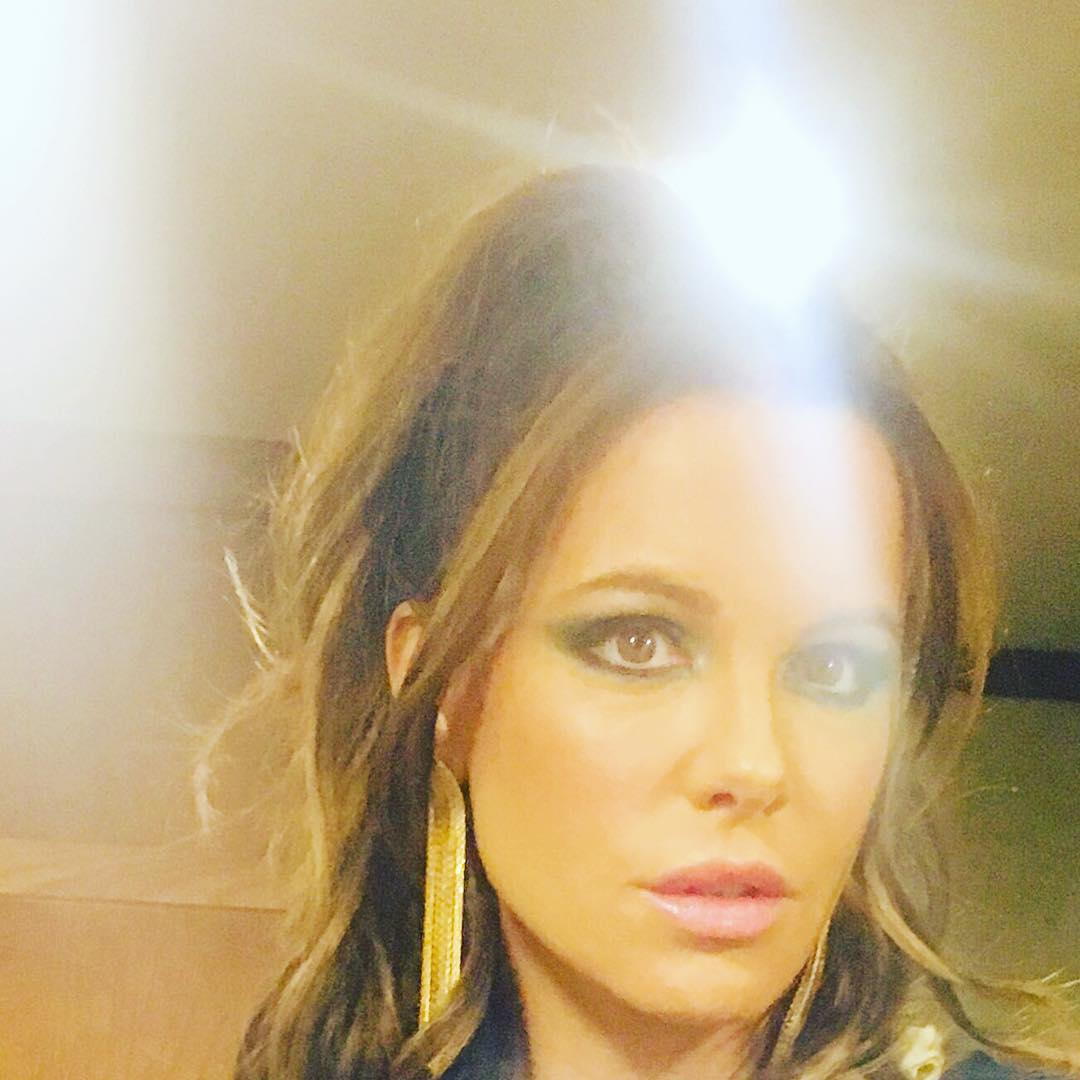 Kate Beckinsale With Wavy Down Hair 2019