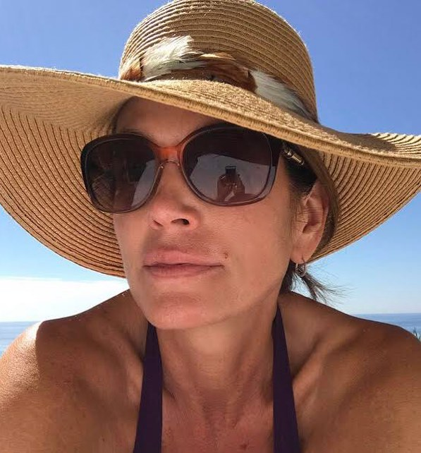 Cindy Crawford Wearing Straw Sunhat And Oversized Sunglasses 2020
