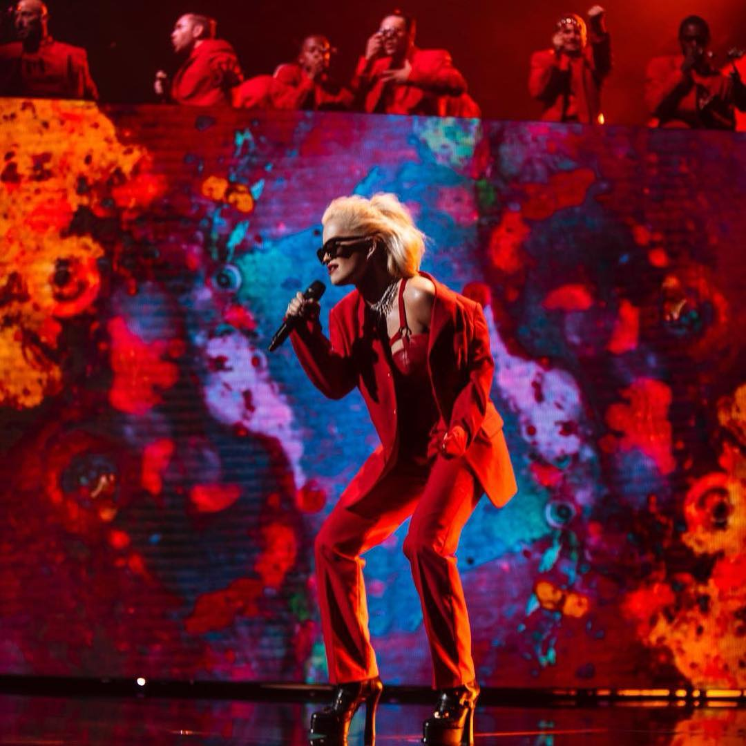 Red Pantsuit On Rita Ora While Performing At People's Choice Awards 2019