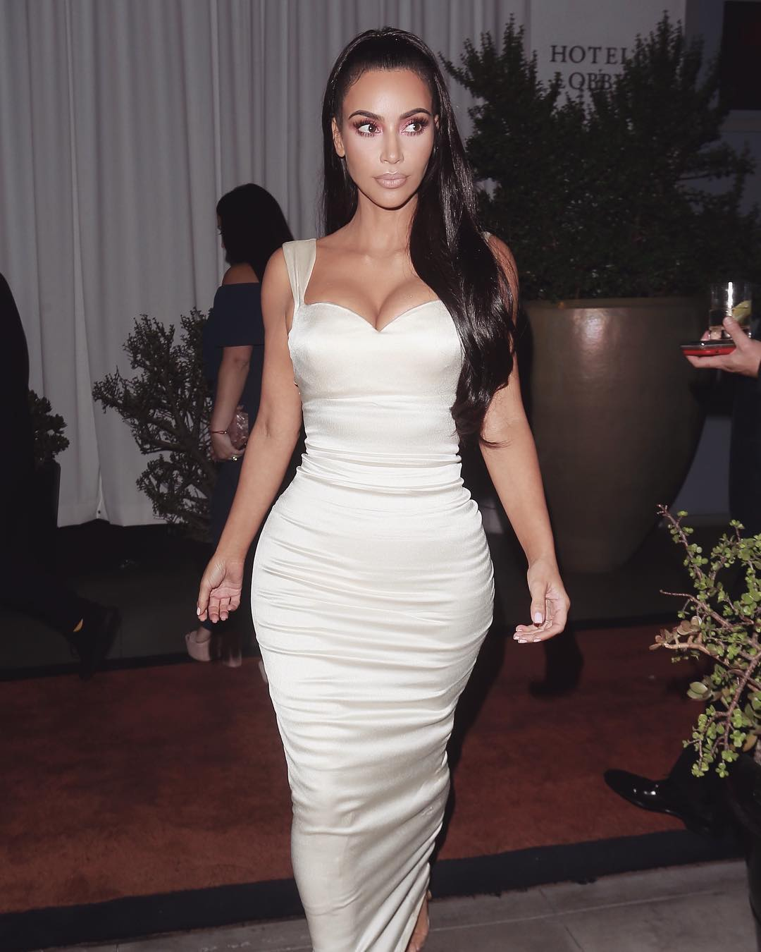 3e9971629a Kim Kardashian In White Tight Maxi Dress During Gift Of Life Impact Award  2019