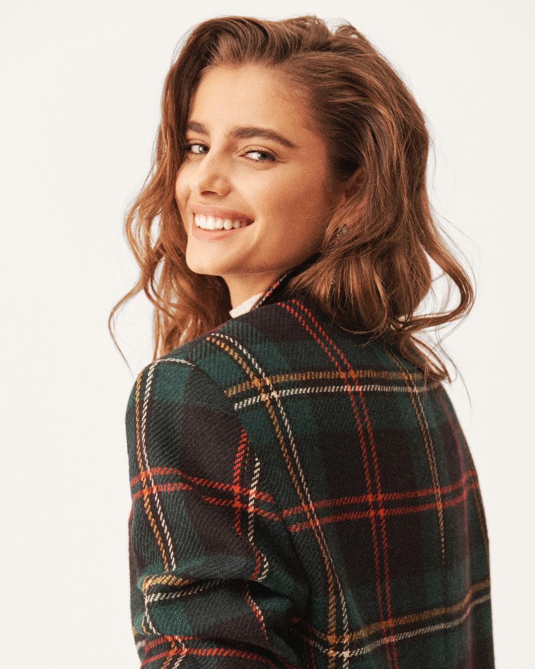 Christmas Outfit Ideas 2020 Taylor Hill Wearing Christmas Outfit Ideas From Ralph Lauren 2020