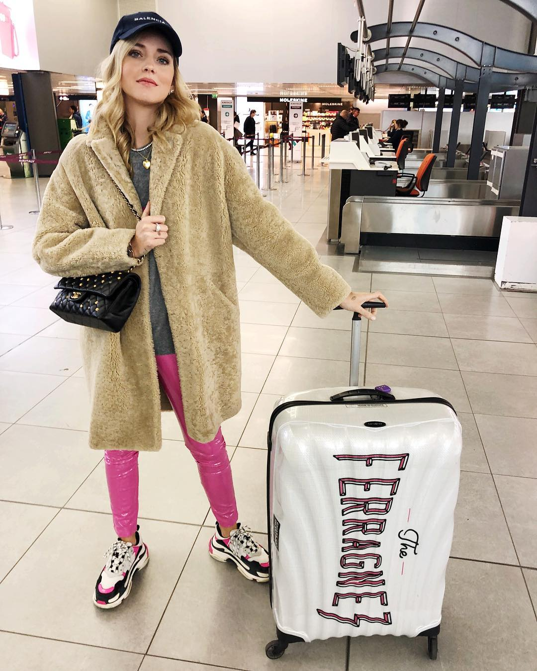 Airport Outfit Idea: Chiara Ferragni In Teddy Bear Coat And Pink Skinnies 2020