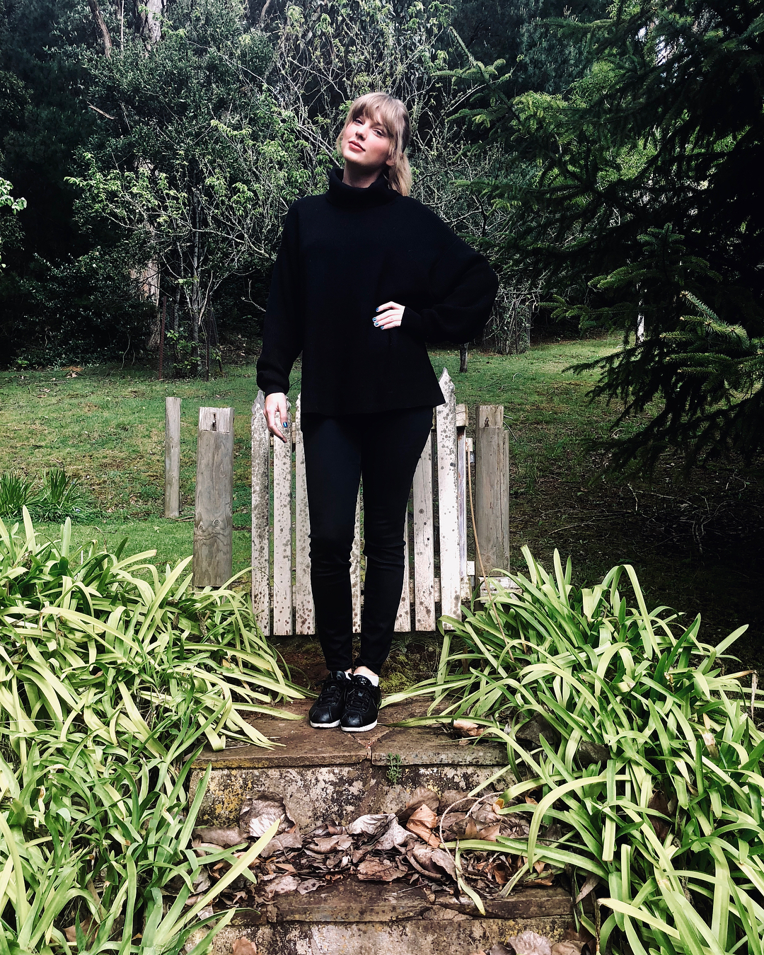 Taylor Swift With Low Bun And Straight Bangs In Black Turtleneck 2019