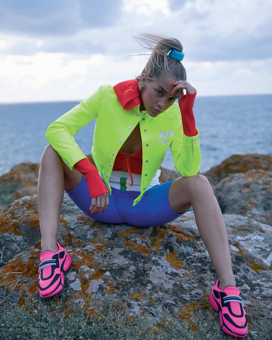 Jasmine Sanders Wearing Neon Color Clothes In Elle Turkiye 2019