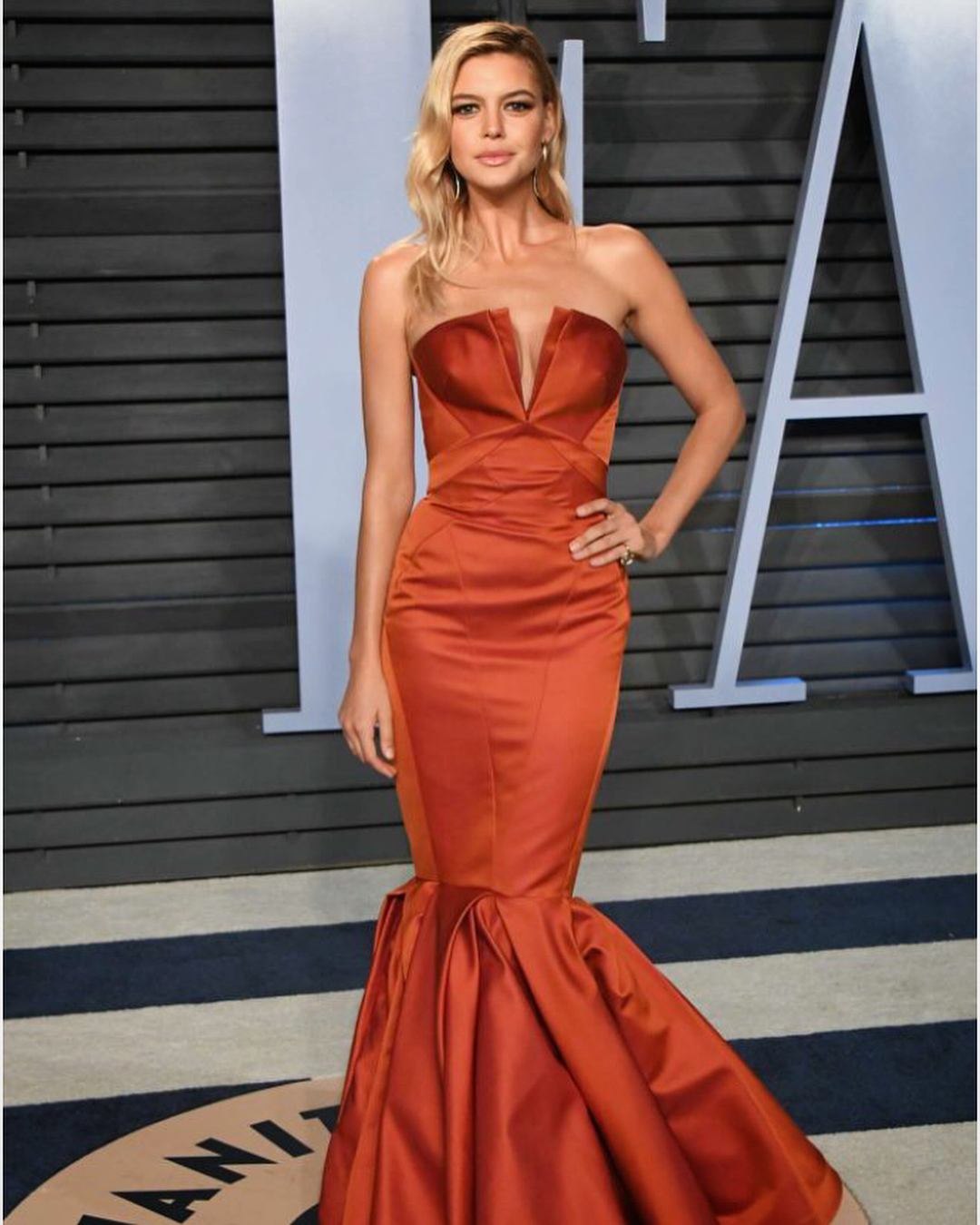 Kelly Rohrbach Wearing Strapless V-Cut Maxi Gown At Vanity Fair Event 2019