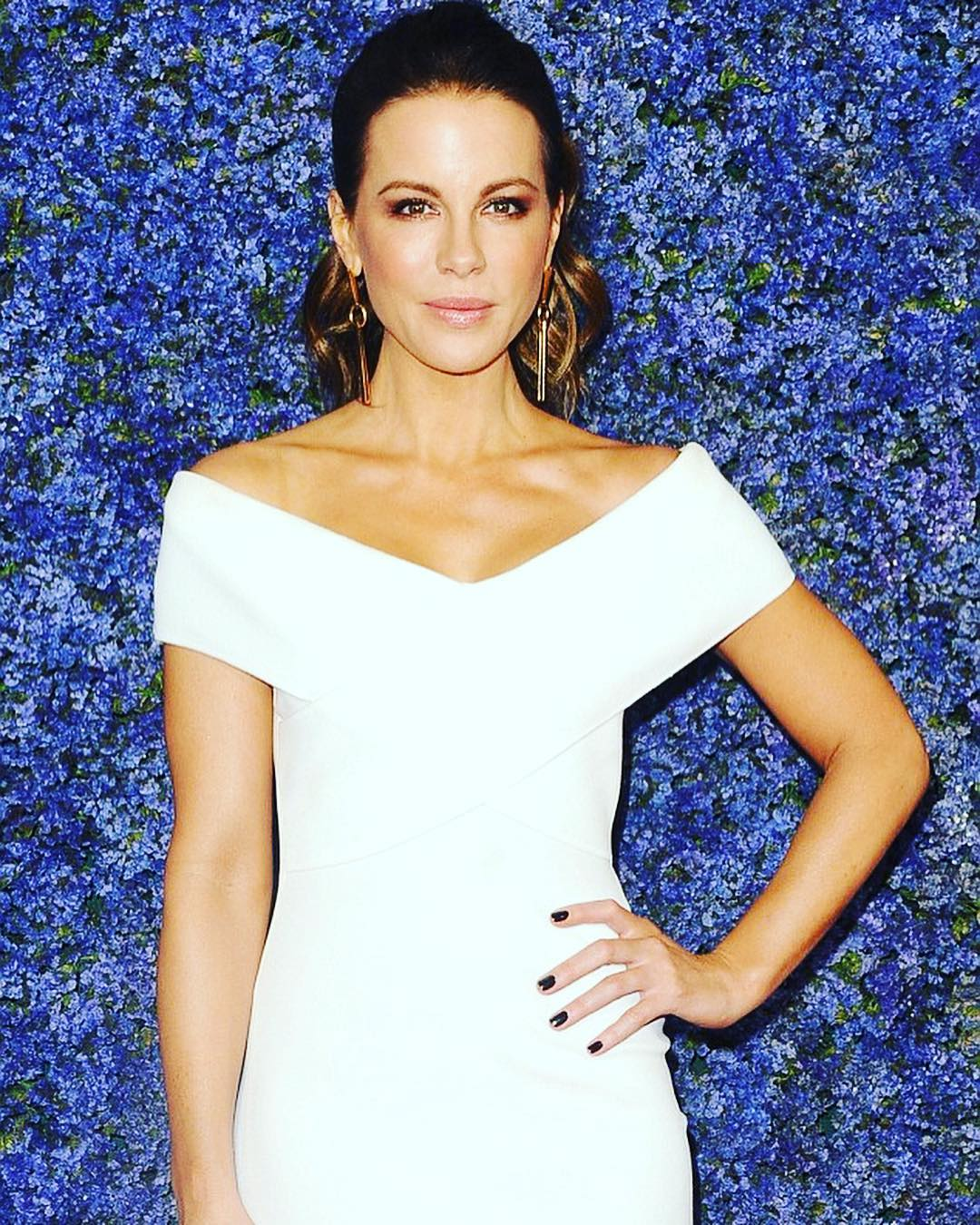 Kate Beckinsale Wearing White Floor Length Dress By Solace London 2019