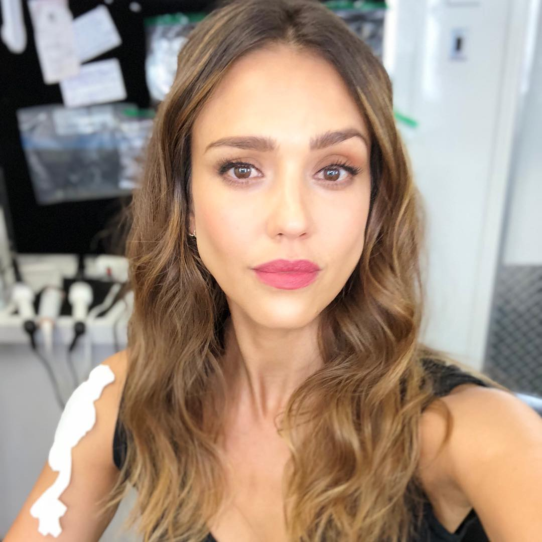 Jessica Alba With Middle Part Wavy Hairstyle 2019