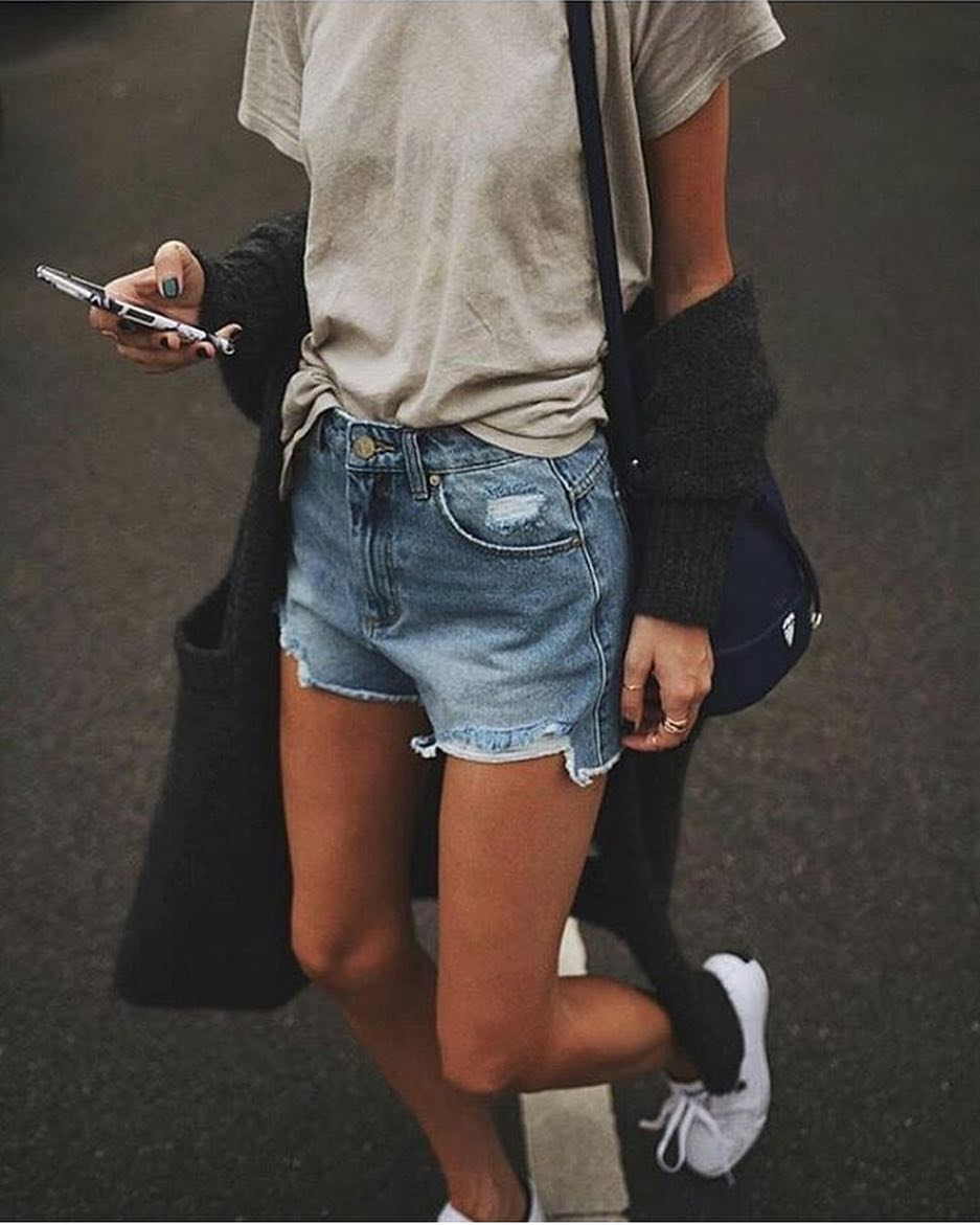 Urban Must Try: Casual T-Shirt, Denim Shorts, Cardigan And Sneakers 2019