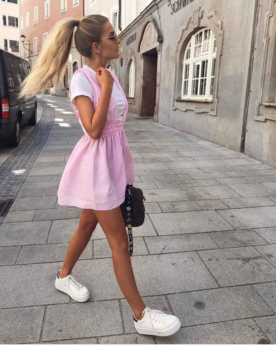 Summer Flirty Look: Pink Dress And White Sneakers 2019