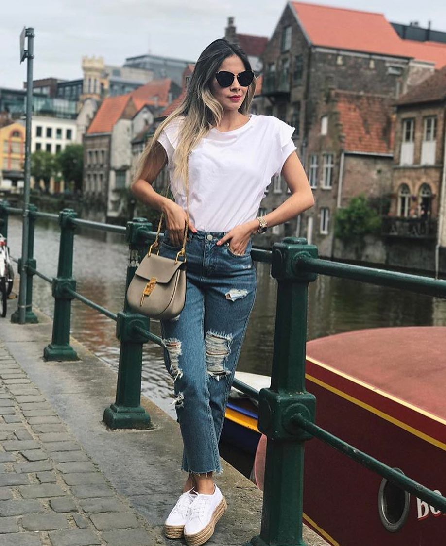 How To Wear White Tee And Jeans This Summer 2020