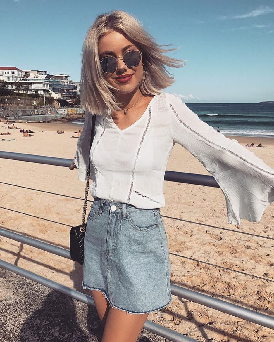 Summer Look For Beach Days: Bell Sleeve Top And Denim Skirt 2021