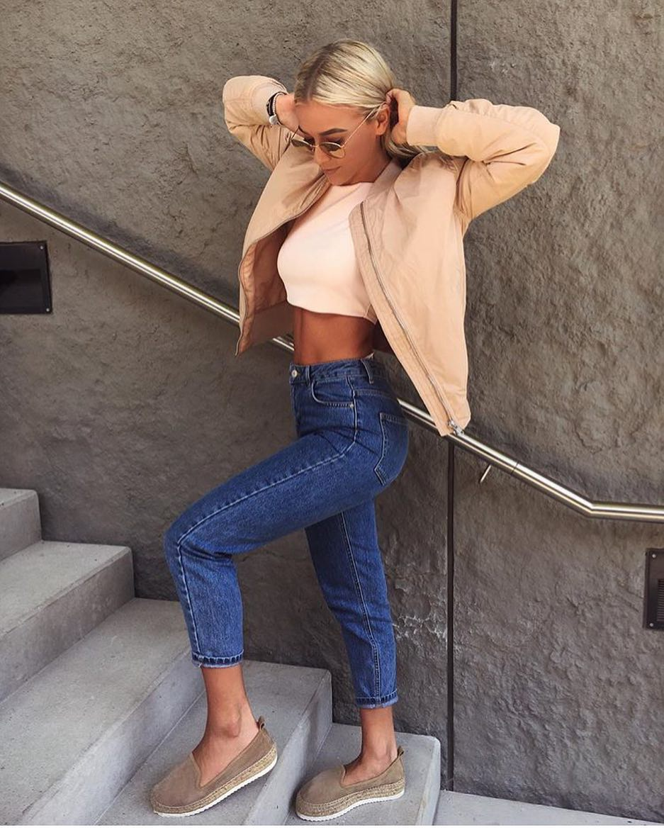 OOTD: Cream Beige Bomber Jacket With Crop Top And Cropped Jeans 2020