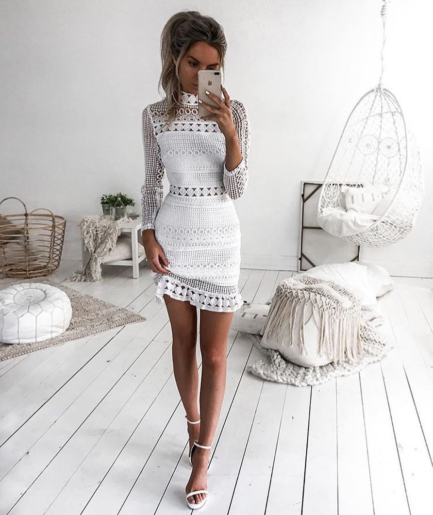 Best Garden Party Look: White Crochet Slim Dress And White Heeled Sandals 2019
