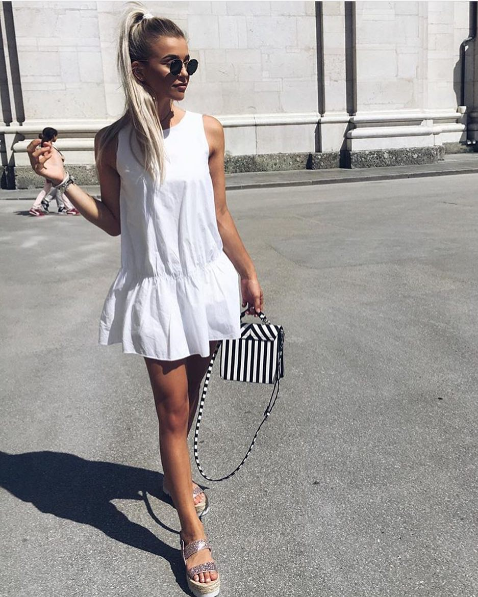 Summer Must-Try: Sleeveless White Shift Dress With Flared Hem 2019