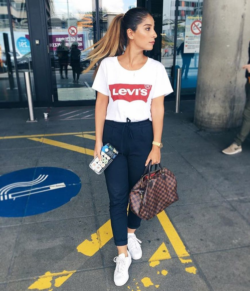 Airport Outfit Idea: Levis T-Shirt And Tailored Joggers 2019
