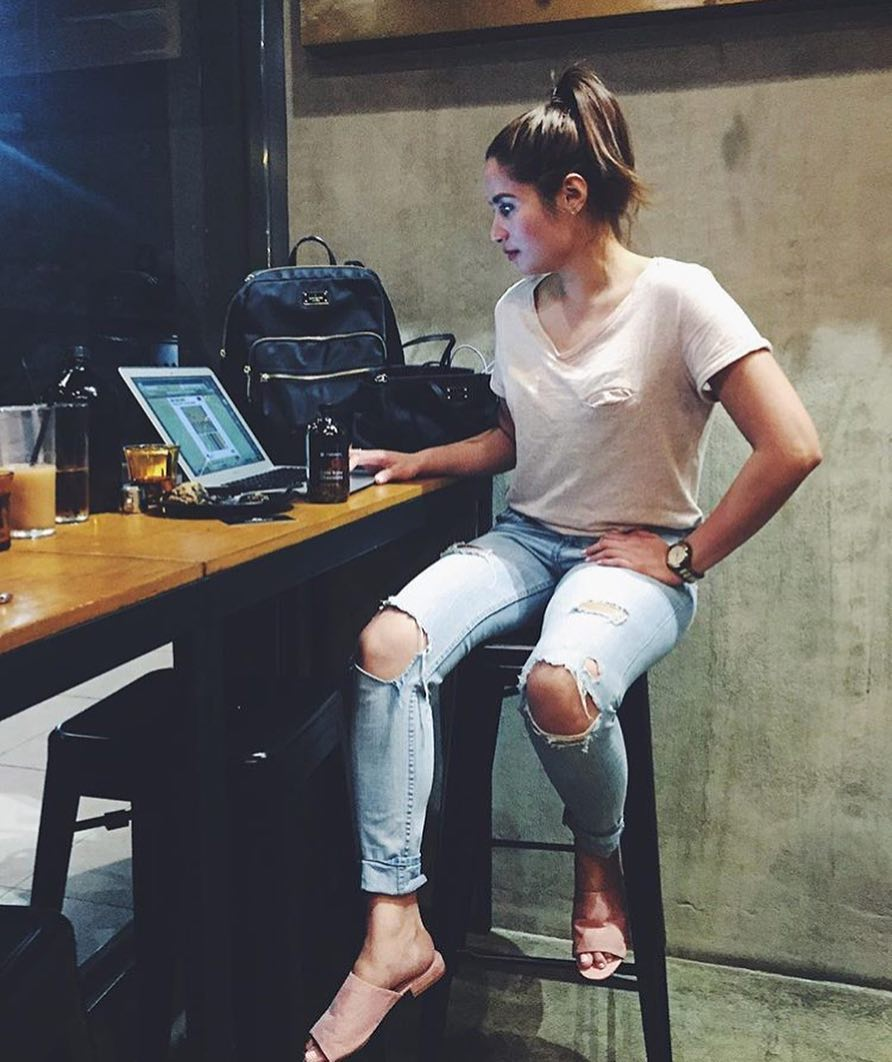 Best Casual Combination Is T-shirt And Ripped Jeans 2019