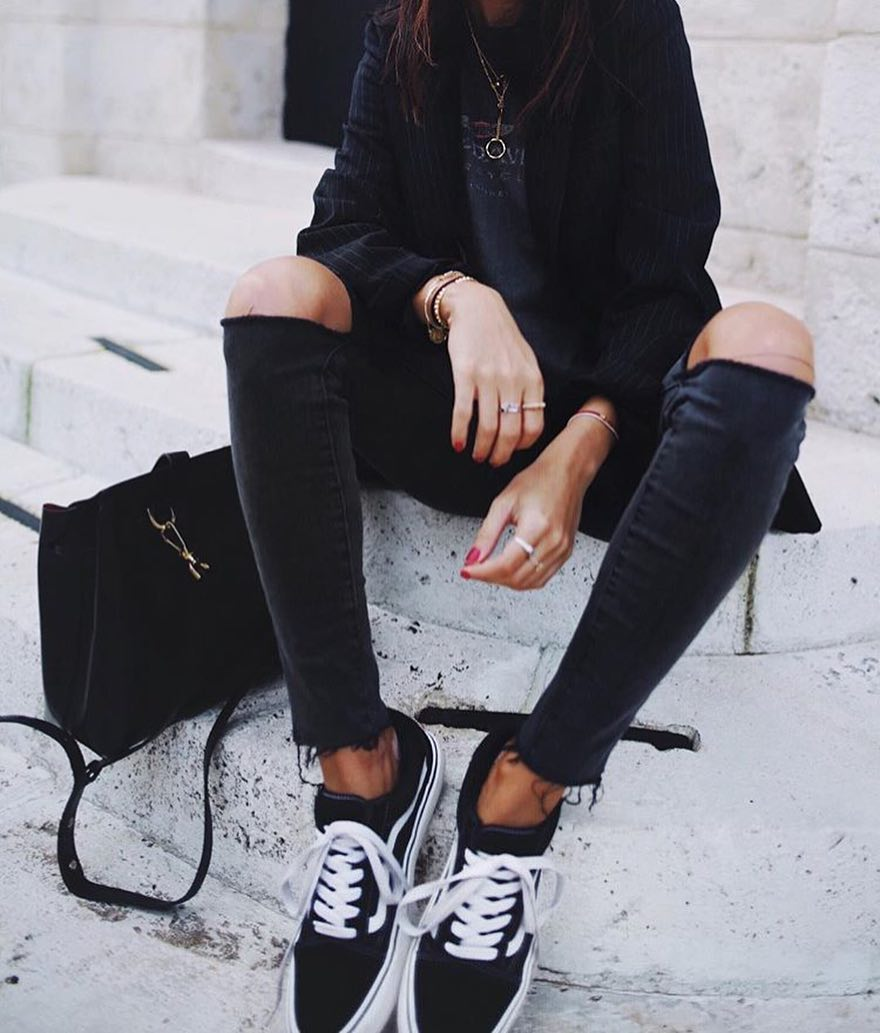 How To Wear Knee Ripped Skinny Jeans In Black 2020