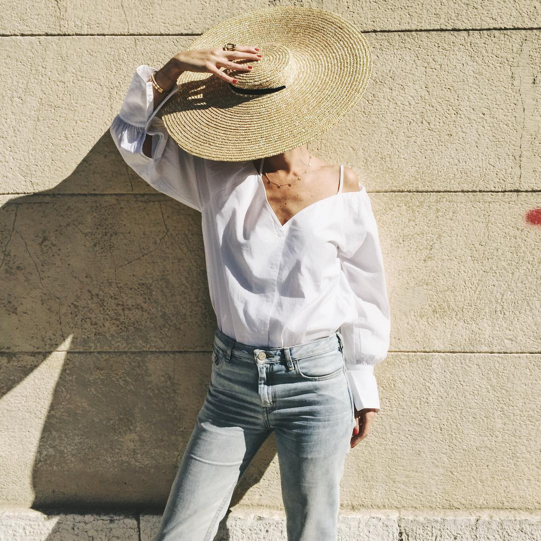 How To Wear Wide-Brim Straw Hat This Summer 2020