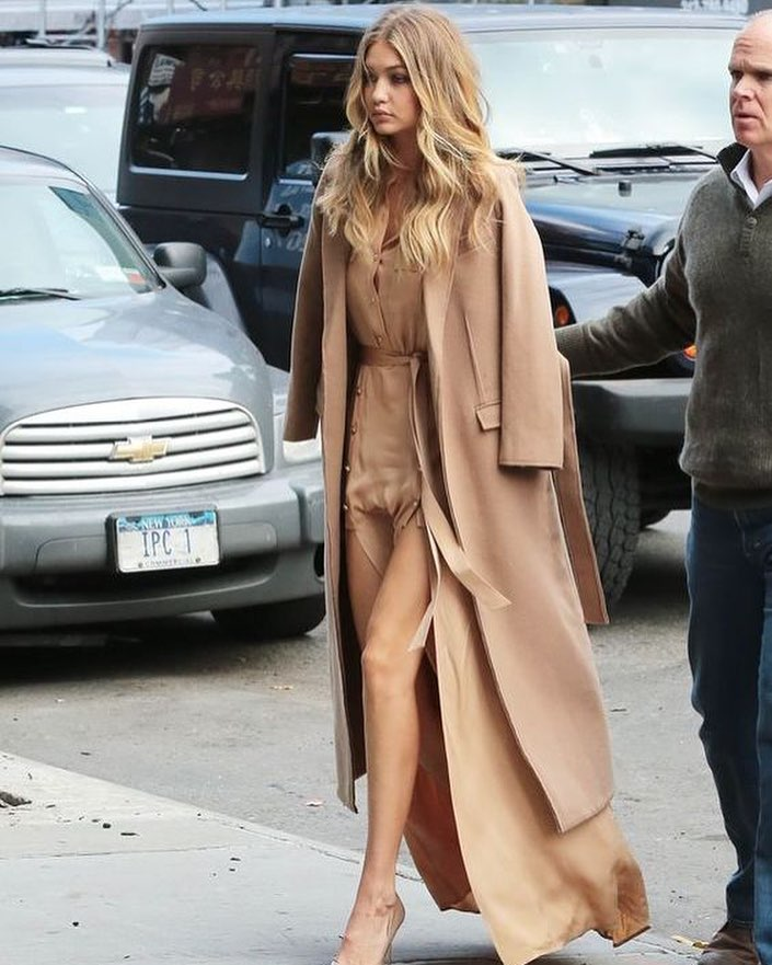 Monochrome Outfit: Camel Long Coat, Maxi Silk Shirtdress And Nude Pumps 2021