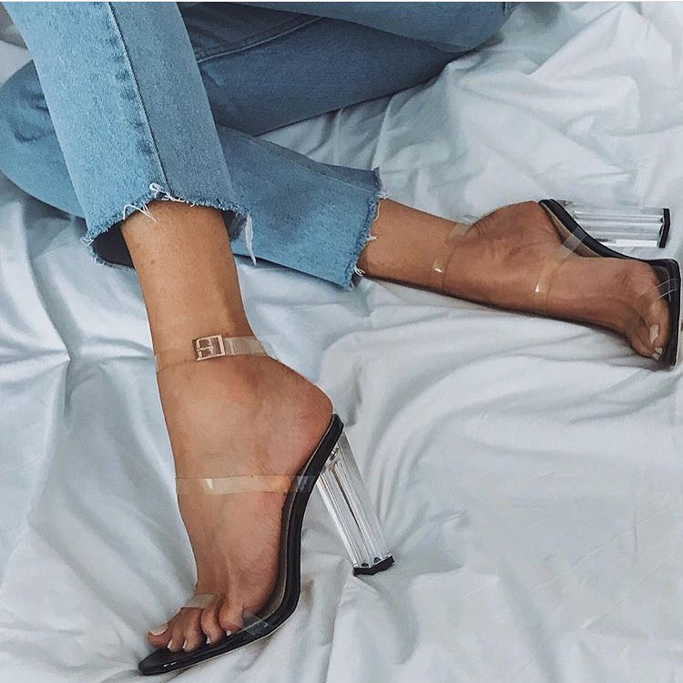 How To Wear Clear Heels With Frayed Slim Jeans In Blue Color 2019
