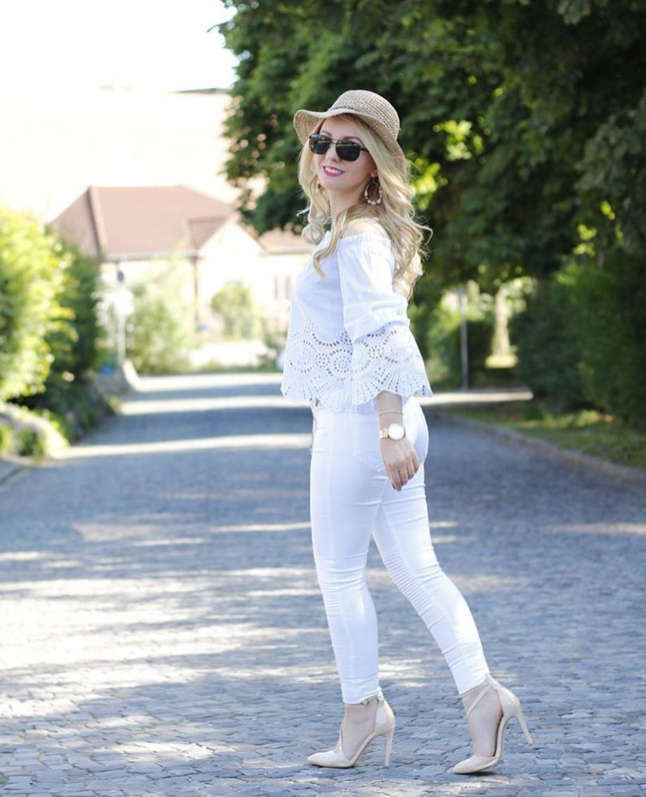 How To Wear White Off-Shoulder Perforated Blouse With White Skinny Jeans 2020