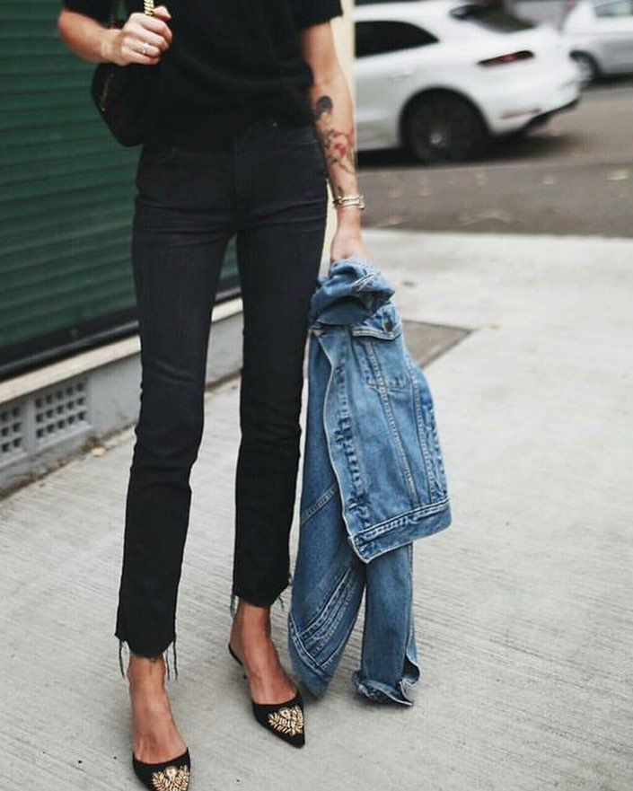 How To Wear Blue Denim Jacket With All In Black Outfit 2021