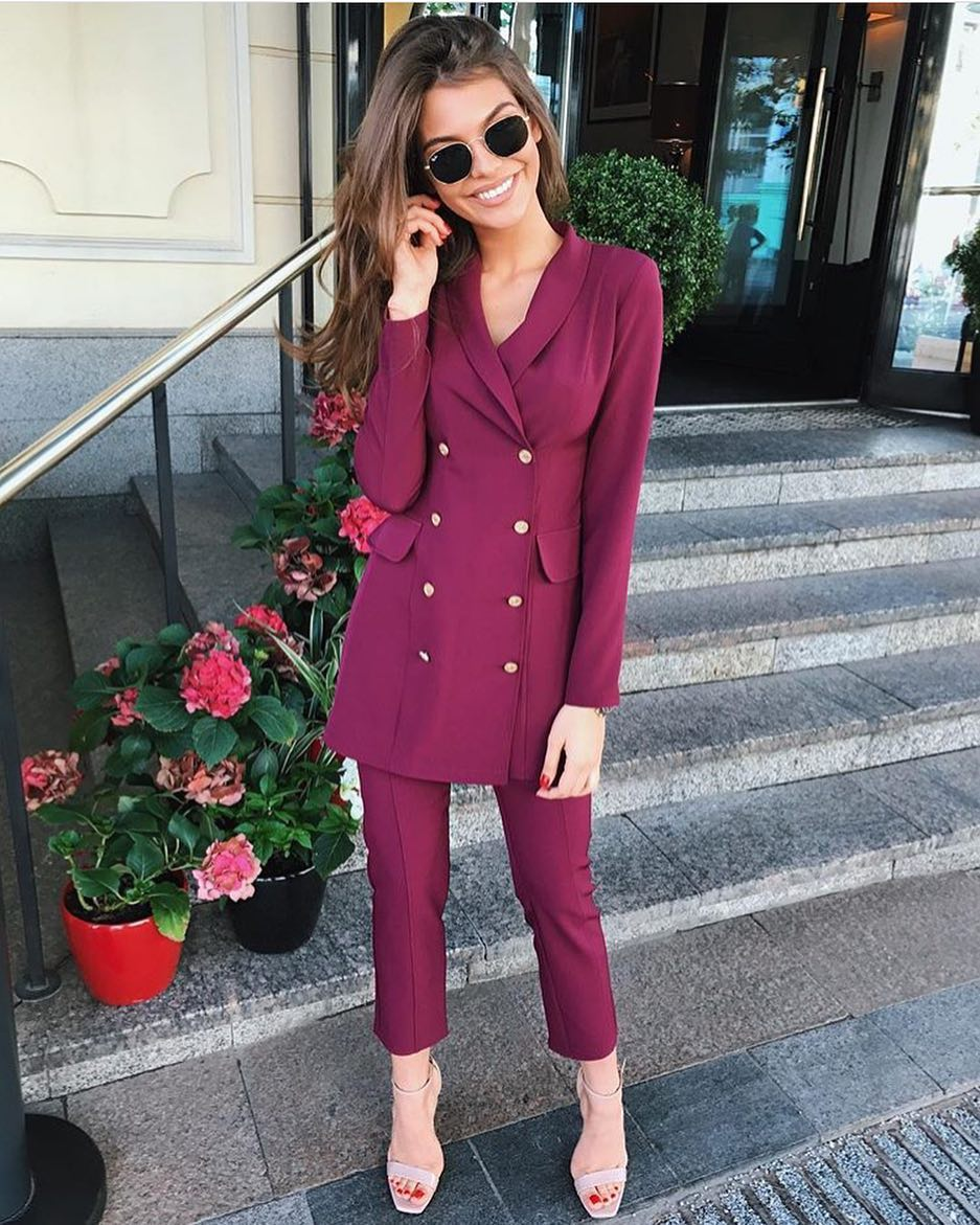 How To Wear Red Violet Double Breasted Pantsuit With Cream Heeled Sandals 2020