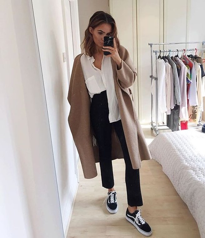 How To Wear Wool Camel Coat With White Shirt, Black Pants And Black Trainers 2020