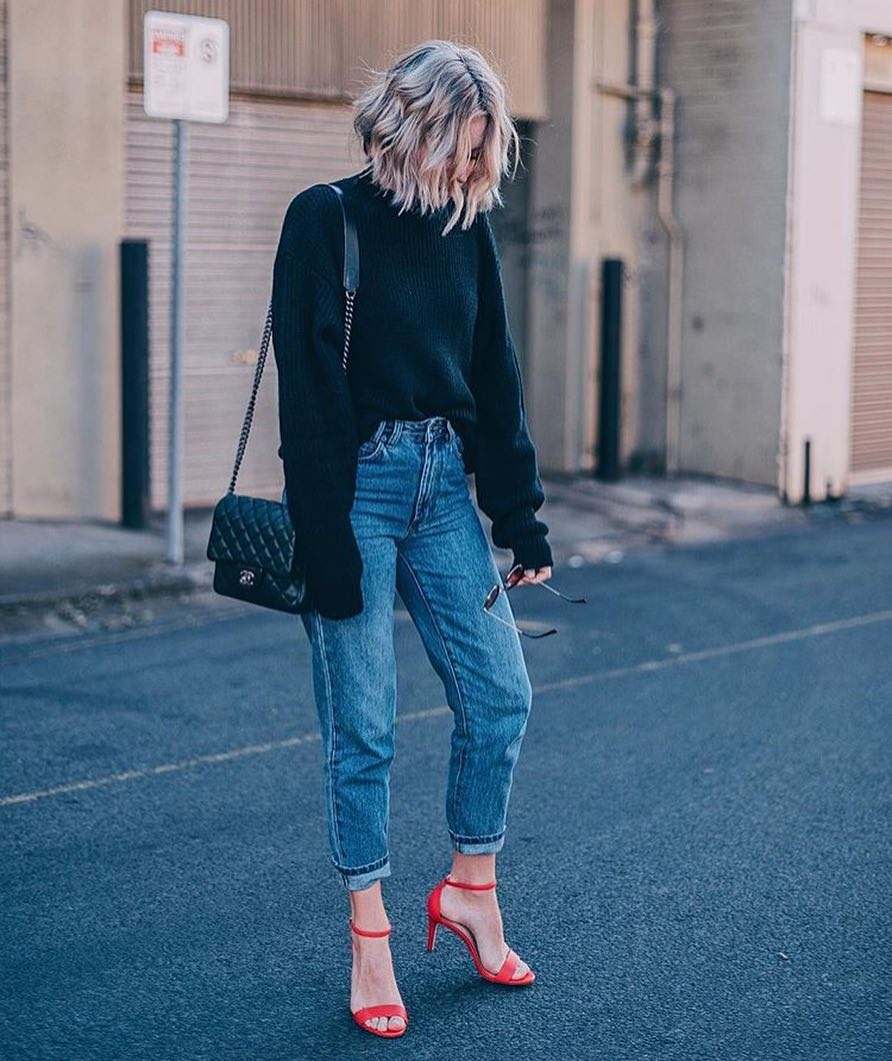 How To Wear Red Heeled Sandals With Boyfriend Jeans And Black Sweater 2019