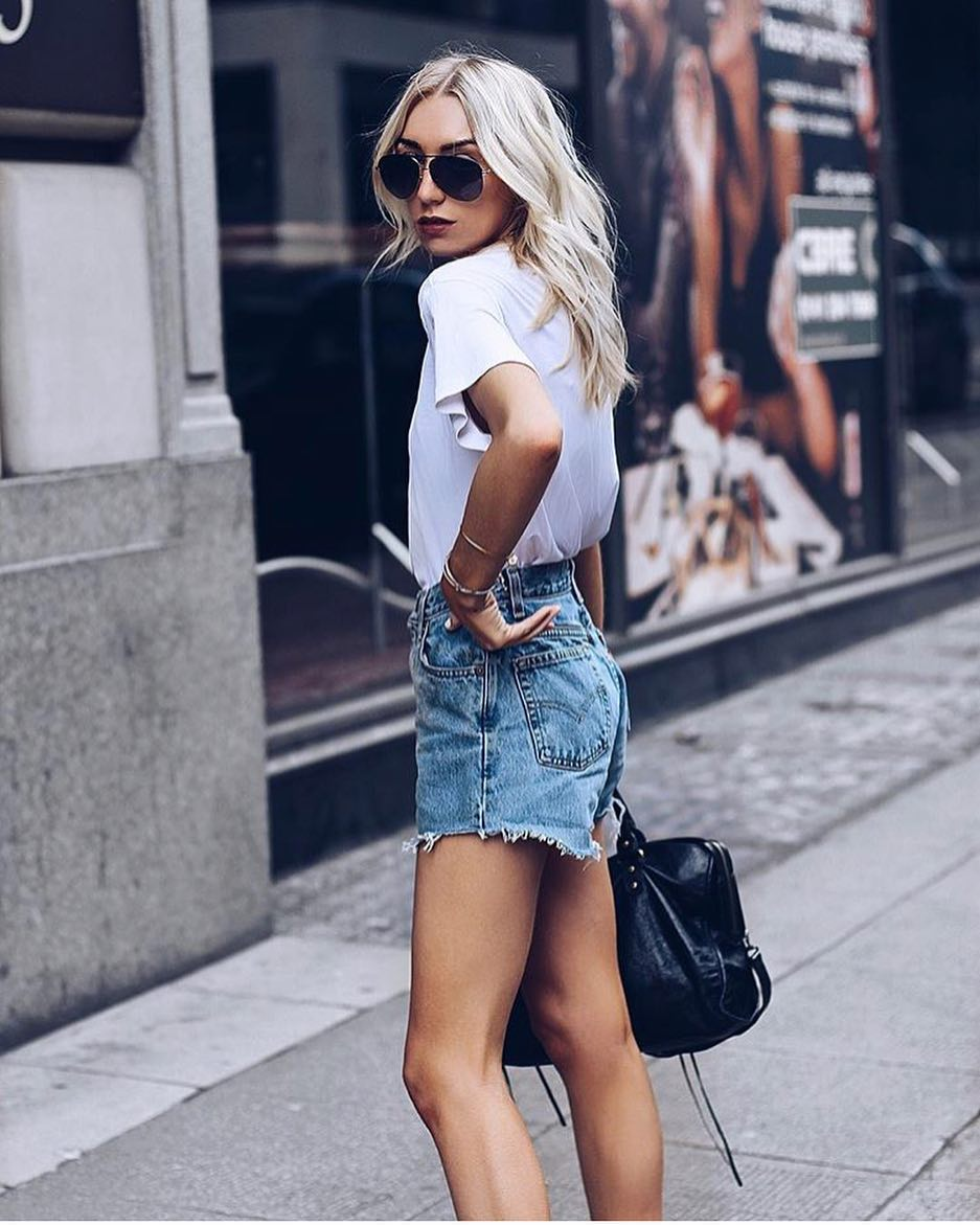 Summer Casual Day Style: Aviator Sunglasses, White Tee And Denim Shorts 2019