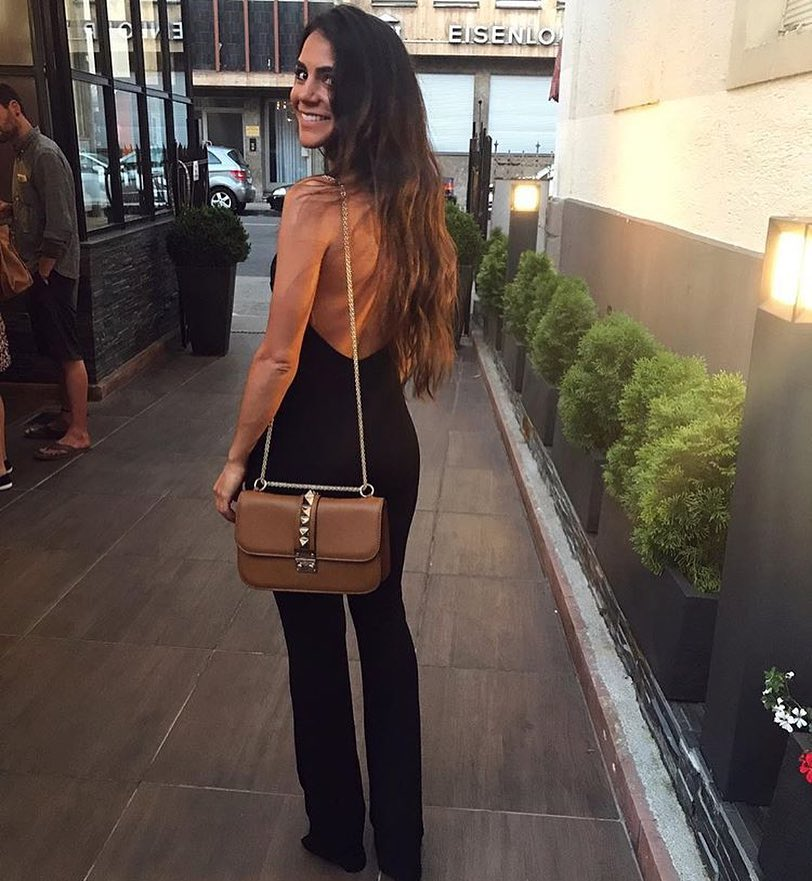 How To Wear Black Open Back Jumpsuits With Chain Strap Shoulder Bags 2019