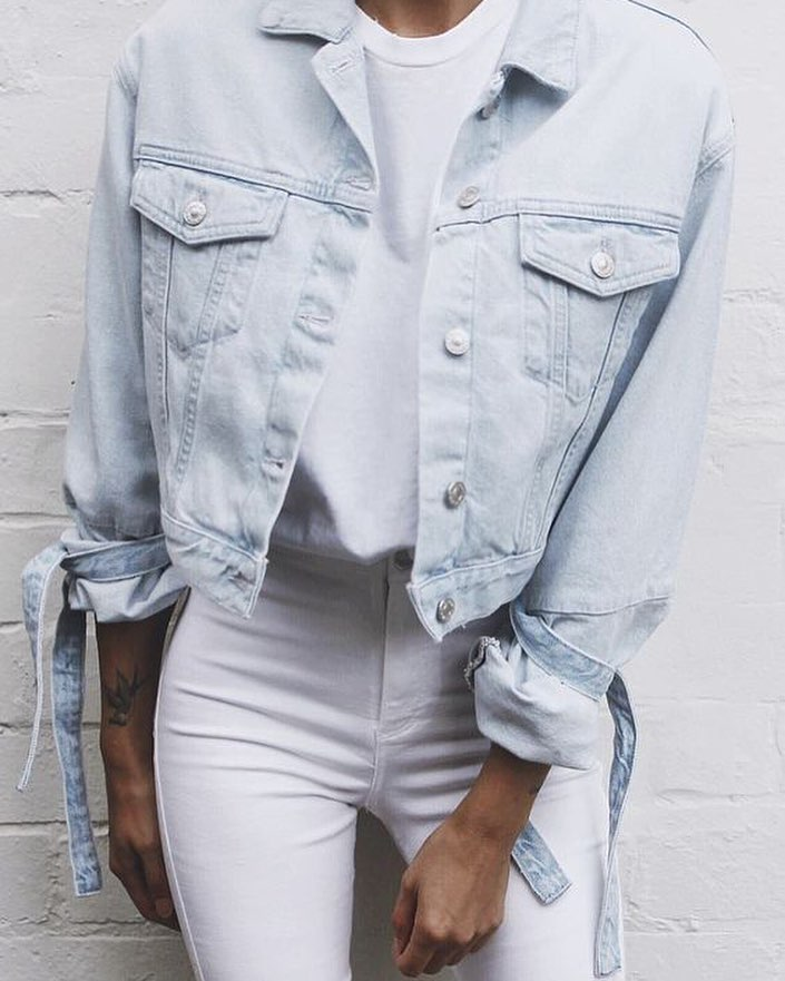 OOTD: How To Wear Light Blue Denim Jacket With White Jeans 2020