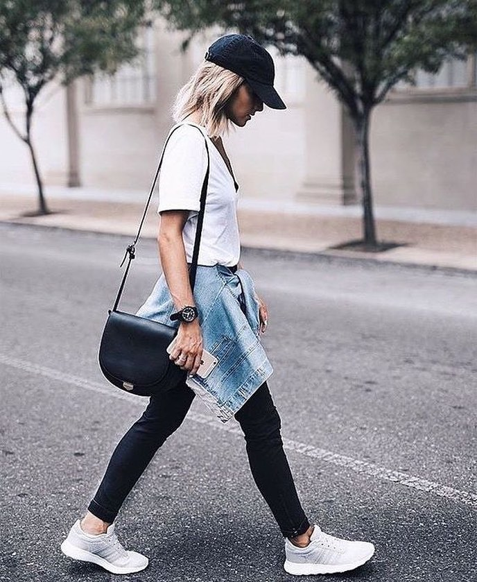 Street Style Sporty Casual: Black Baseball Cap, White Tee And Black Skinnies 2019