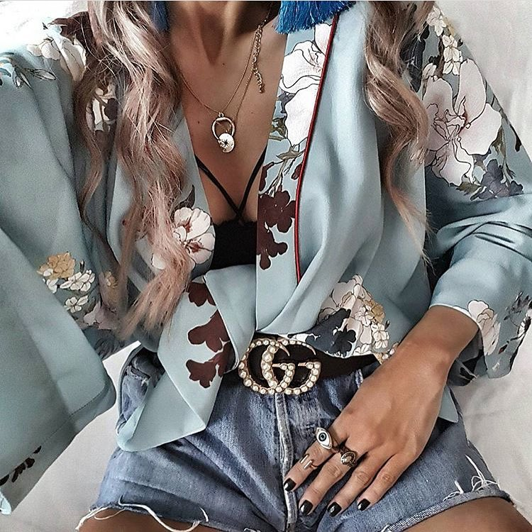 How To Wear Black Lace Bralette With Floral Kimono And Denim Shorts 2020
