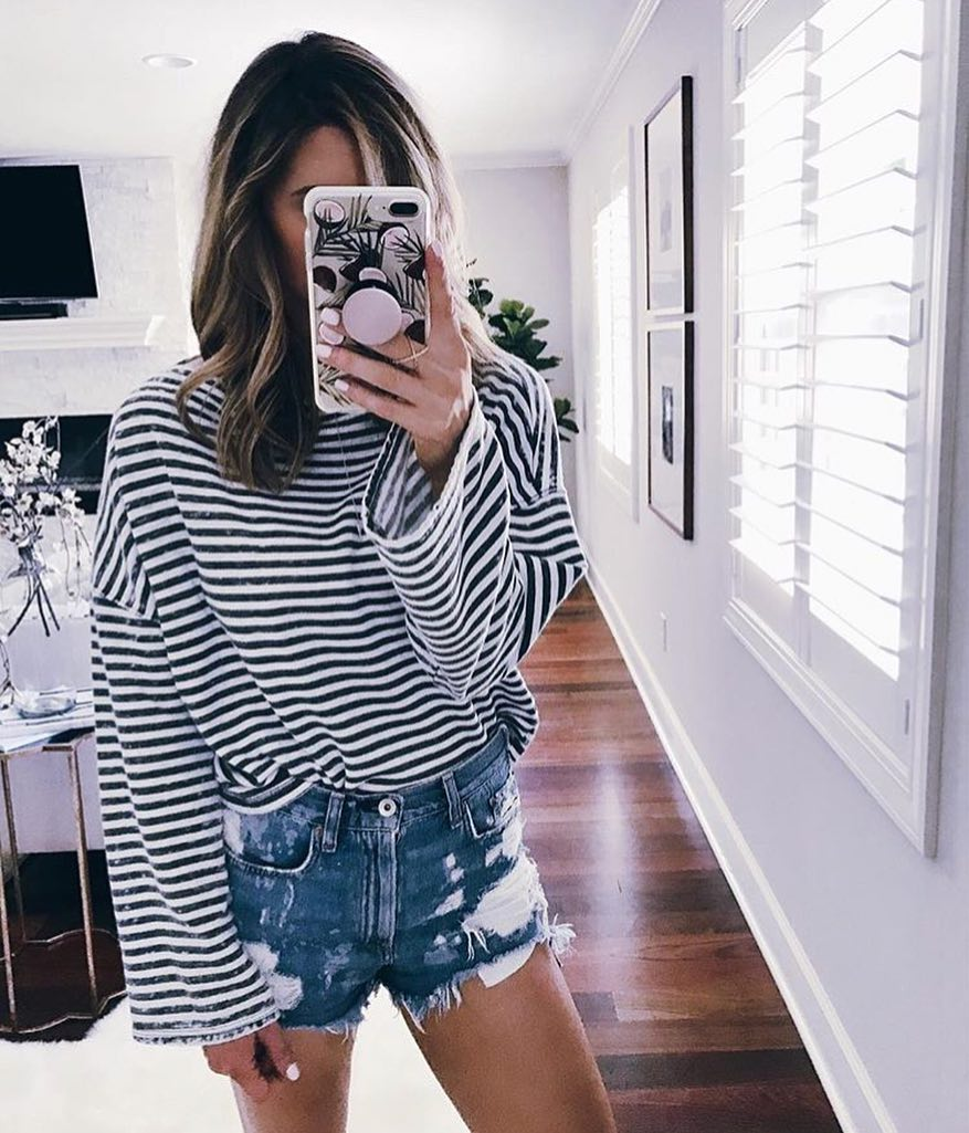 How To Wear Oversized Black-White Striped Top With Ripped Denim Shorts 2021