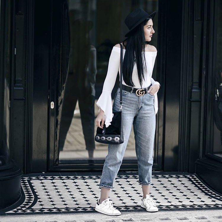 How To Wear White Off-Shoulder Bodysuit With Cropped Mom Jeans And White Kicks 2019