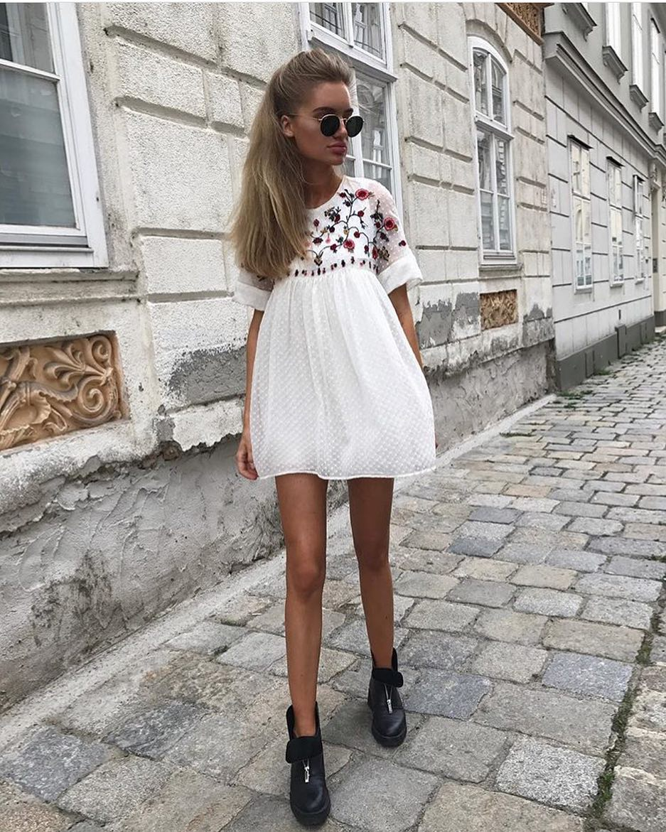 OOTD: Short Sleeve Shift Dress In White And Floral Print And Ankle Boots 2020