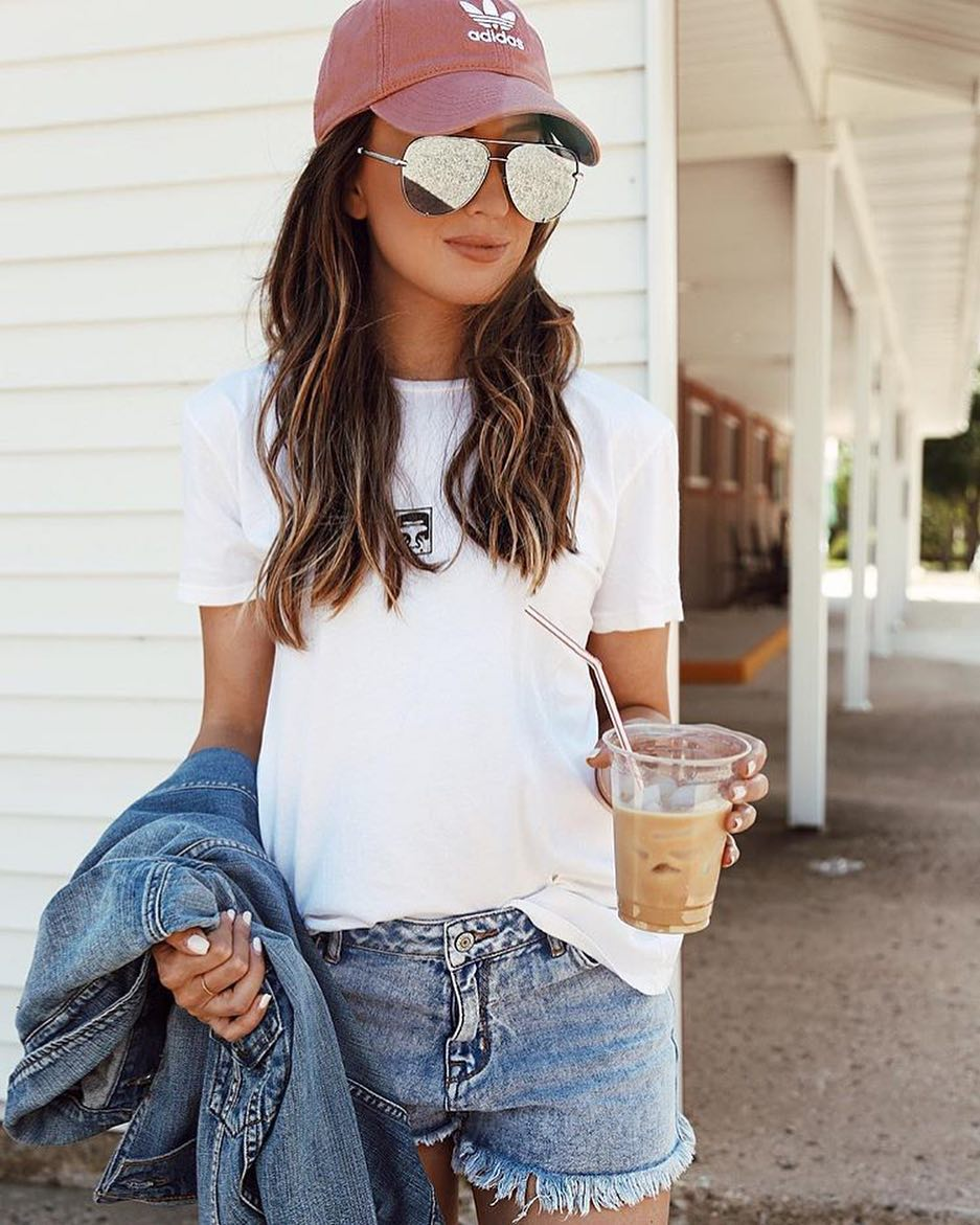 How To Wear Mirrored Aviator Sunglasses With White T-Shirt, Denim Jacket And Shorts 2019