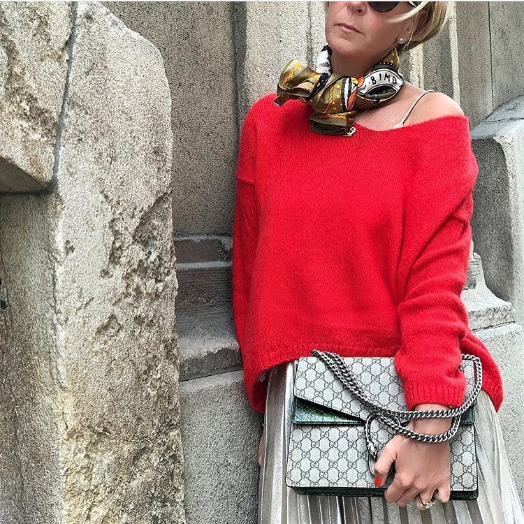 How To Wear Red Drop Shoulder Sweater With Metallic Knife Pleated Skirt 2021