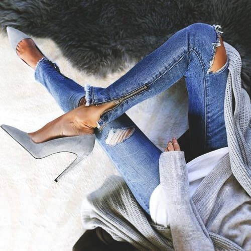 How To Wear Grey Heeled Pumps With Blue Ripped Skinny Jeans And Grey Sweater 2020
