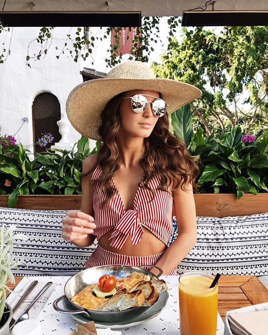 How To Wear Mirrored Rounded Sunglasses With Pinstripe Co Ord 2021