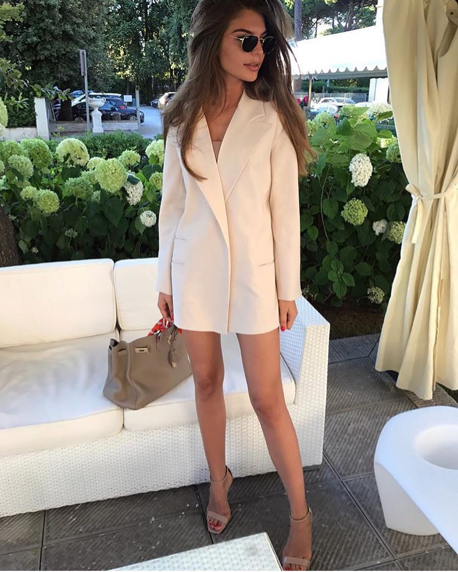 How To Wear Cream White Blazer Dress With Nude Heeled Sandals 2021