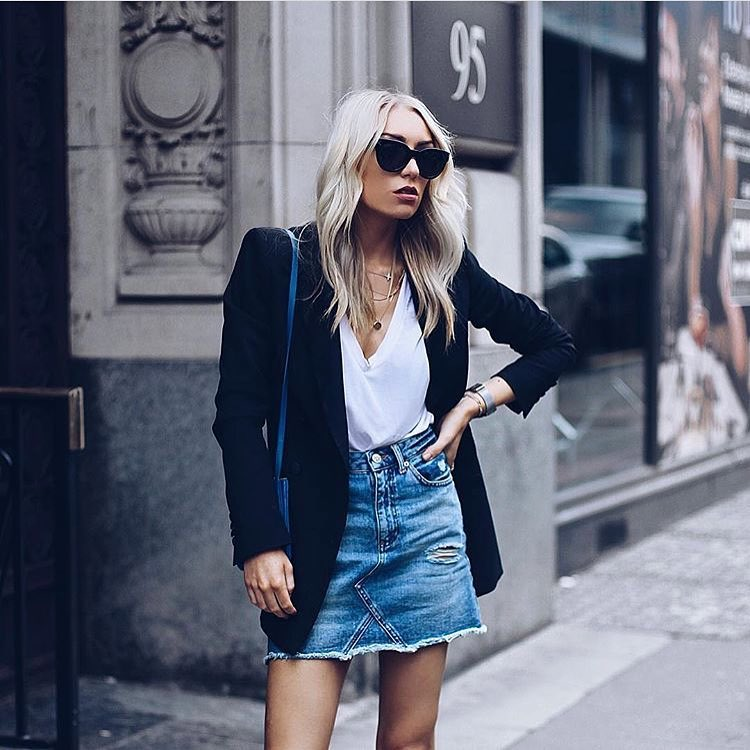 How To Wear Ripped Denim Skirt With White V-neck Shirt And Black Blazer 2020