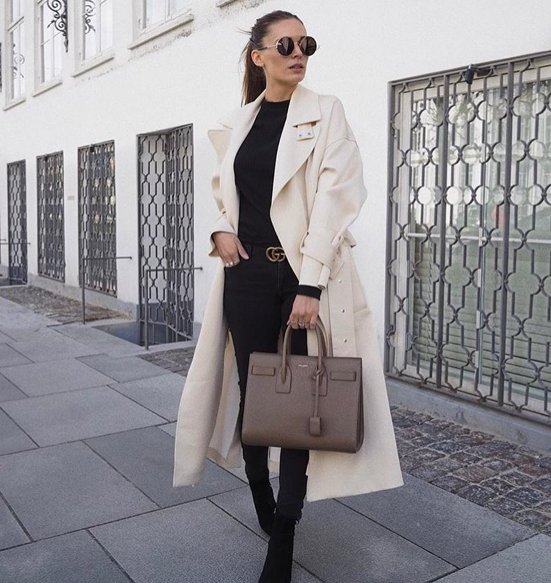 How To Wear Cream White Trench Coat With All Black Outfit 2020