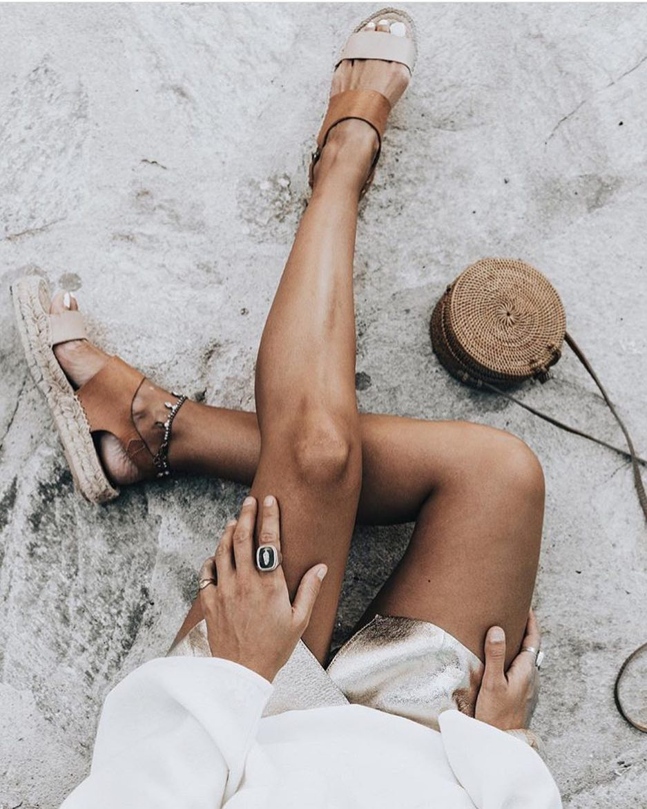 How To Wear Espadrille Sandals With Metallic Skort And White Blouse 2019