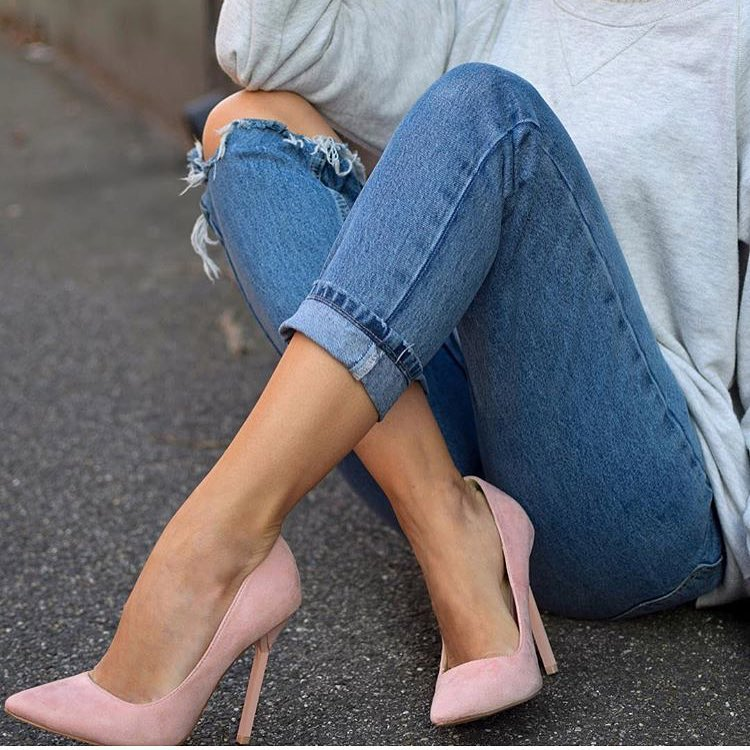 How To Wear Blush Heels With Ripped Blue Skinny Jeans And Grey Pullover 2019